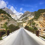 Bridge Ponti di Vara in white marble quarry, Apuan Alps, Carrara, Tuscany, It Stock Photos