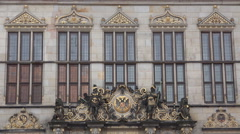 4k Sculptures at ancient trader guild building in city center Bremen Stock Footage