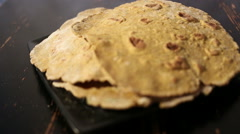 Refocusing on the flatbreads on the plate Stock Footage