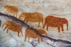San rock art cave paintings on the wall of a rocky overhang in the Stadsaal Stock Photos