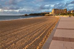 The sandy beach and promenade in Biarritz, Pyrenees Atlantiques, Aquitaine, Stock Photos