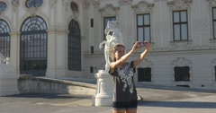 Tourist on travel taking selfie pictures by Belvedere in Vienna Stock Footage