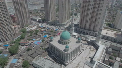 Tilting aerial shot of mosque in central Linxia, important Muslim city in China Stock Footage