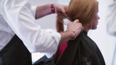 The stylist removes the cape from the client. Beauty saloon Stock Footage