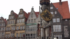 4k Famous landmark sculpture Roland close up gabled houses Bremen city Stock Footage