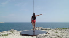 Outdoor fitness pole dancing with portable stand alone fitness dance pole Stock Footage