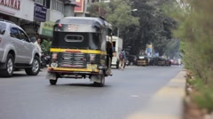 Mumbai streets - cars and rikshaws coming into focus in a quiet and calm place Stock Footage