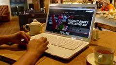 Indycar webpage on laptop screen in cafe Stock Footage
