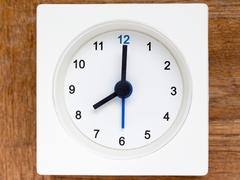 Series of the sequence of time on the simple white analog clock , 33/48 Stock Photos