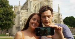 4k, young couple taking a selfie while touring a foreign city Stock Footage