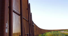 Tilt to Reveal the Border Fence Between Mexico and America - 4K Arkistovideo