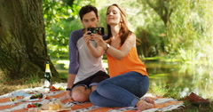 4k, young couple taking a selfie on a mobile phone. Slow motion. Stock Footage