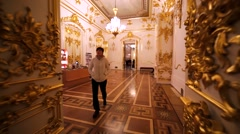 Walking through the corridors and halls in Hermitage Museum, Saint Petersburg Stock Footage