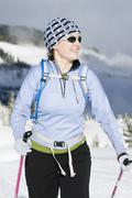 A woman cross country skiing in Strathcona Provincial Park, Vancouver Island, Kuvituskuvat