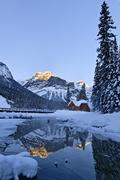 Restaurant of Emerald Lake Lodge complex, reflected in outlet stream at Emerald Stock Photos