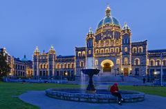 BC Legislature and fountain at night, Victoria, British Columbia, Canada Stock Photos