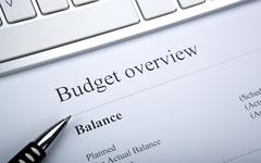 Document with title budget overview and keyboard Stock Photos