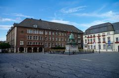 Equestrian monument of Johann Wilhelm II (Jan Wellem) and Old Town Hall of Du Stock Photos
