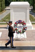 ARLINGTON,USA - AUGUST 15,2016 : Ceremonial guard at the Tomb of the Unknown  Stock Photos