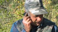 Old man talking on the phone Stock Footage