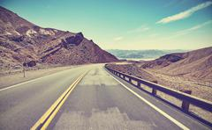 Vintage toned desert road, travel concept. Kuvituskuvat
