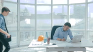 Director discuss project with employee, gives advice, using digital tablet in Stock Footage