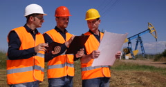 Engineer Team Talking Petrochemical Production Plan Technician Men Chat Oil Pump Stock Footage