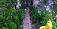 View of stairs of entrance to the Batu Caves, and Murugan statue Stock Footage