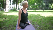 Woman stretch the muscles of the thigh. Stock Footage