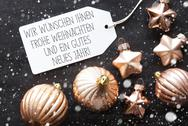 Bronze Christmas Balls, Snowflakes, Gutes Neues Means Happy New Year Stock Photos