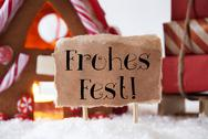 Gingerbread House With Sled, Frohes Fest Means Merry Christmas Stock Photos