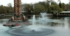 "Beat jet fountain, sculpture ""Kolos"", visitors boating Stock Footage"