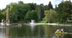 """Fountain """"Kolos"""" in the top center of the pond ENEA. boating catamarans Stock Footage"""