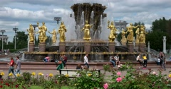 "Fountain ""Friendship of peoples"",  Golden statue -symbol of the Soviet republics Stock Footage"