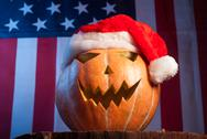 Jack-o '- lantern in a red Santa hat Stock Photos