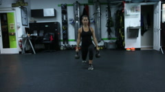 A woman doing lunges at the gym. Stock Footage