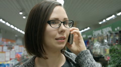 A young woman visiting a store Stock Footage