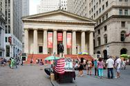 Wall street and the Federal Hall in New York's Financial Distric Stock Photos