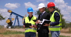 Worker Men Young Manager Talking Oil Pump Collaboration Petroleum Installation Stock Footage
