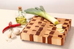 Vegetables on a chopping board Kuvituskuvat