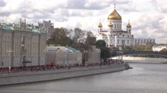 Multiple marathon runners and Russian landmark Moscow Cathedral of Christ the Stock Footage