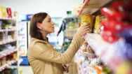 3woman buys food at the supermarket Stock Footage