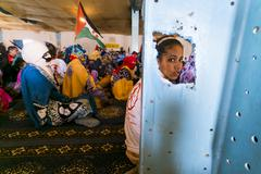 A young girl sitting on the floor during a meeting in the refugee camp of Dah Kuvituskuvat