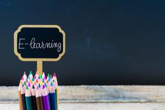 Wooden mini blackboard label with message E-Learning Stock Photos