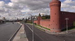 Lonely city marathon runner on Kremlin embankment drinking and throwing away the Stock Footage