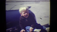 1946: little boy is trying DETROIT, MICHIGAN Arkistovideo