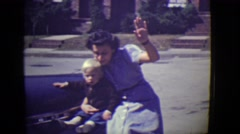 1946: mom and sons are saying hi DETROIT, MICHIGAN Arkistovideo