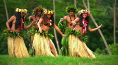 Polynesian men in warrior dress with girls in grass skirts and flower headdress Stock Footage