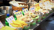 4k Asian food stand sell fried seafood in night market-Dan Stock Footage