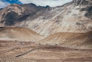 Mountain road in Nubra Valley, North India Stock Photos